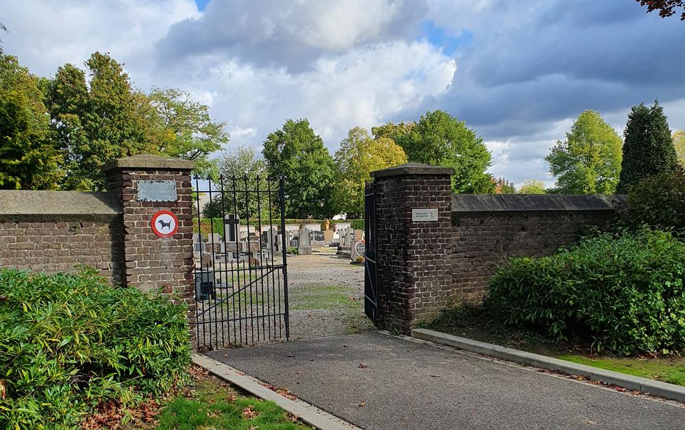 """""""Begraafplaats Maasniel""""="""