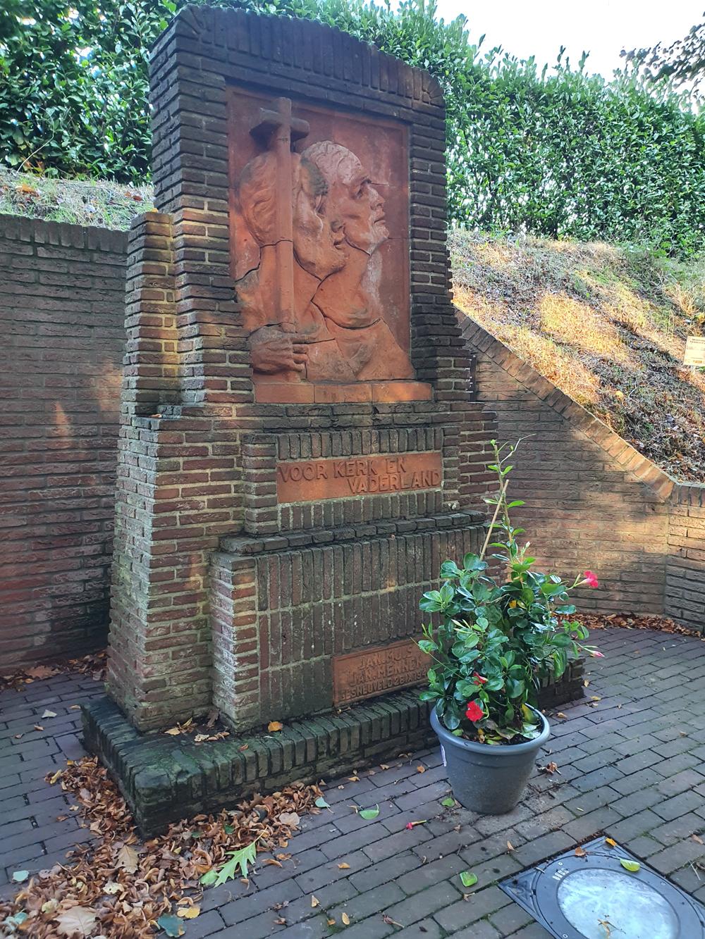 """Monument Roggel""="